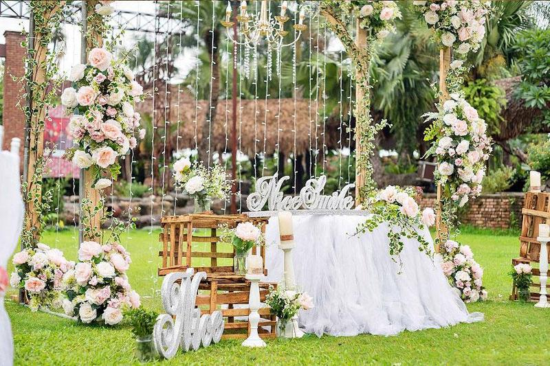 Top 4 ý tưởng trang trí tiệc cưới ngoài trời ấn tượng và độc đáo