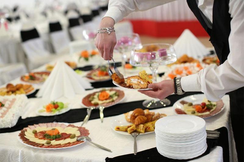Đặt tiệc buffet tại nhà cần lưu ý những điều gì cần thiết nhất?