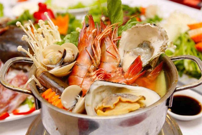 Dịch vụ nấu ăn quận 2 – Mách bạn cách nấu lẩu hải sản ngon mê mẩn